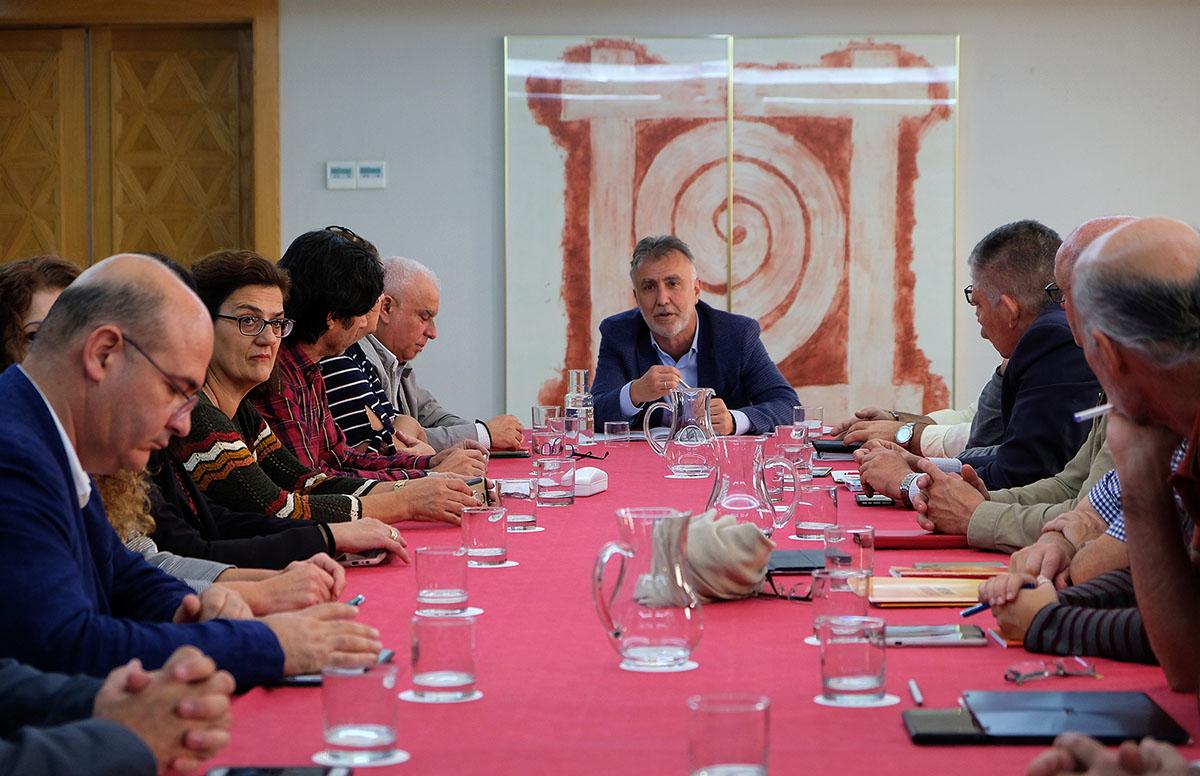 El presidente de Canarias se reúne con los sindicatos de Educación
