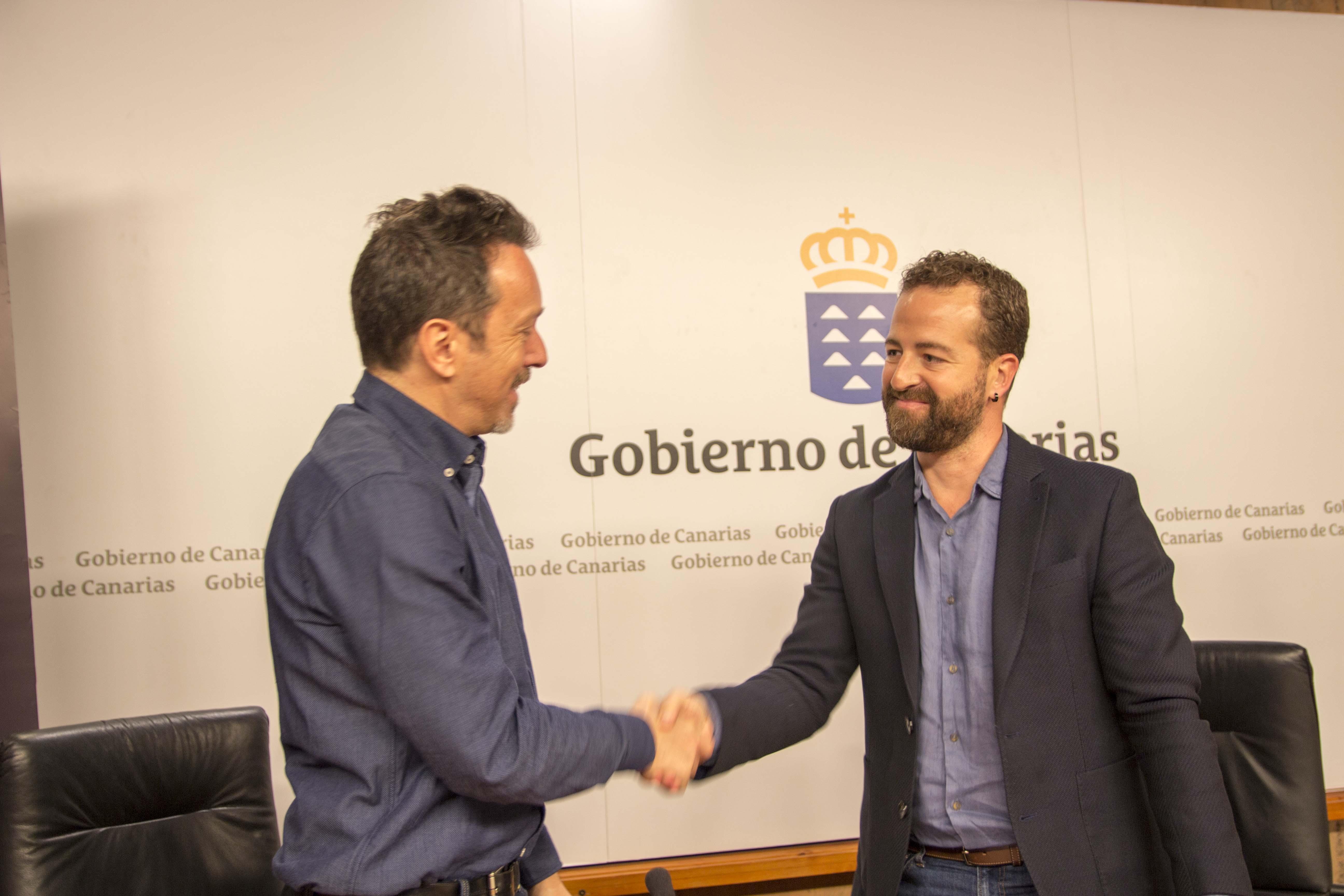 Peter Andermatt y Juan Márquez, tras firmar el convenio de colaboración