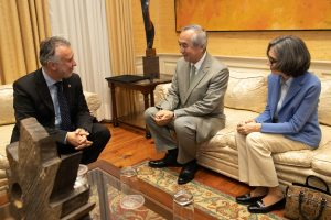 El presidente de Canarias y el embajador de Japón en España abordan en una reunión las posibilidades de potenciar las relaciones empresariales y comerciales