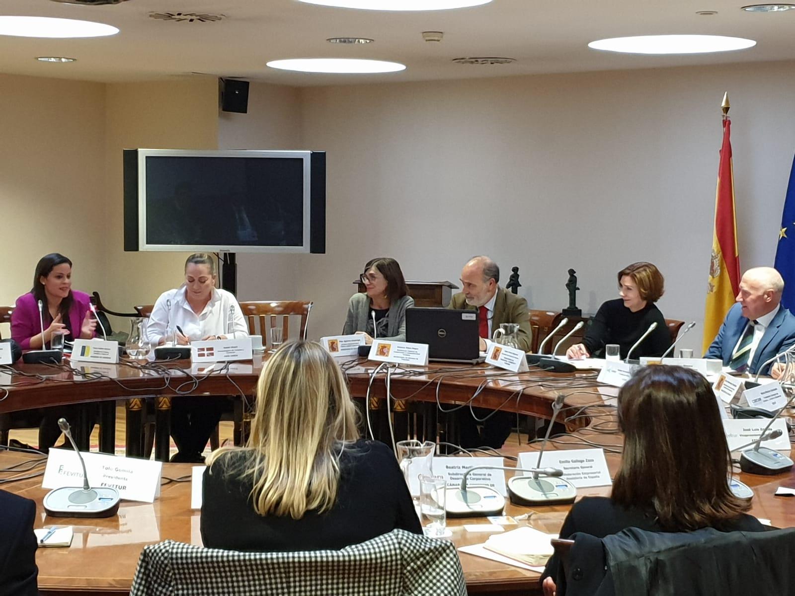 Yaiza Castilla expone las acciones de Canarias en Conestur