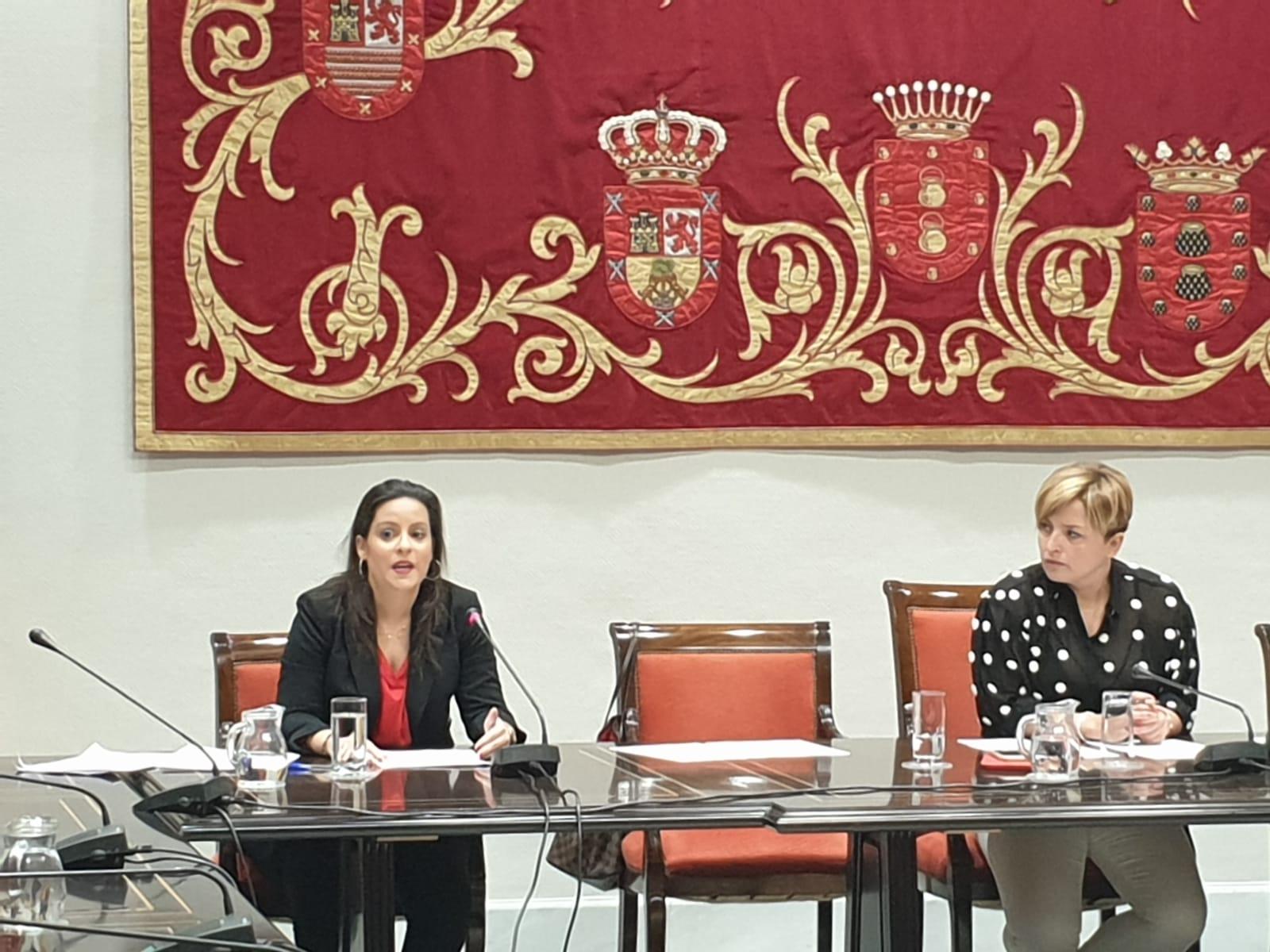 Yaiza Castilla en la Comisión de Turismo del Parlamento