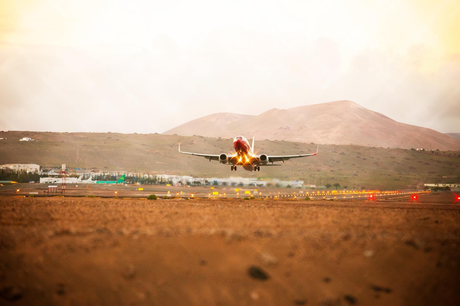 Foto avión despegando.