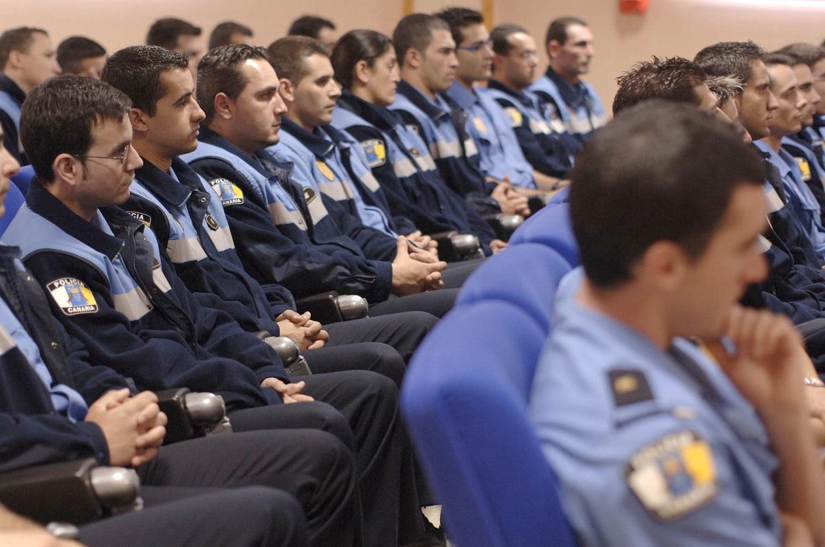 Imagen de policías locales en aula
