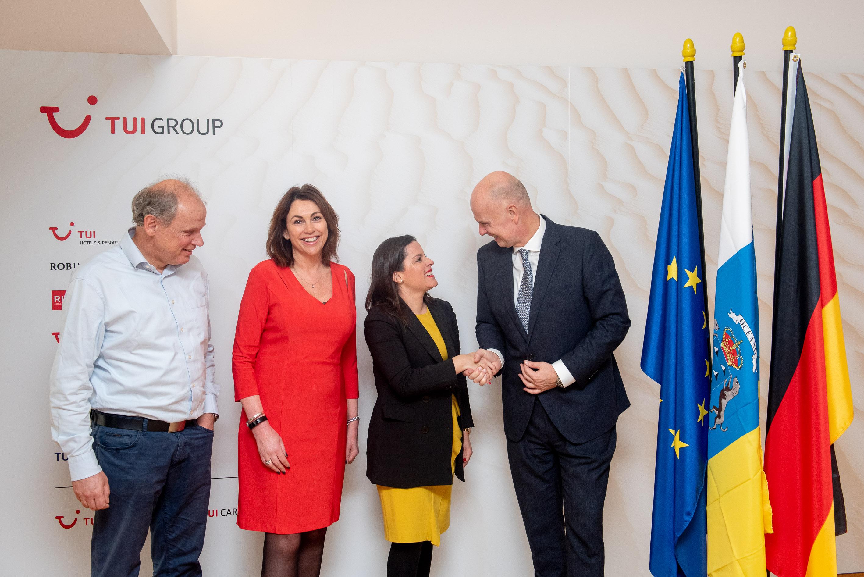 La consejera de Turismo reunida con el grupo TUI en Berlín.