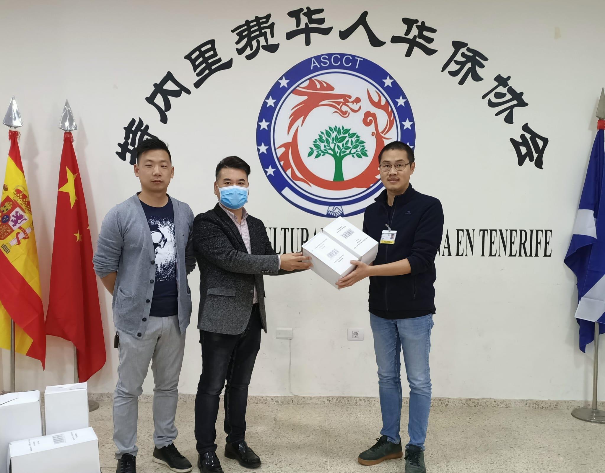 Donación de material por parte de la comunidad china