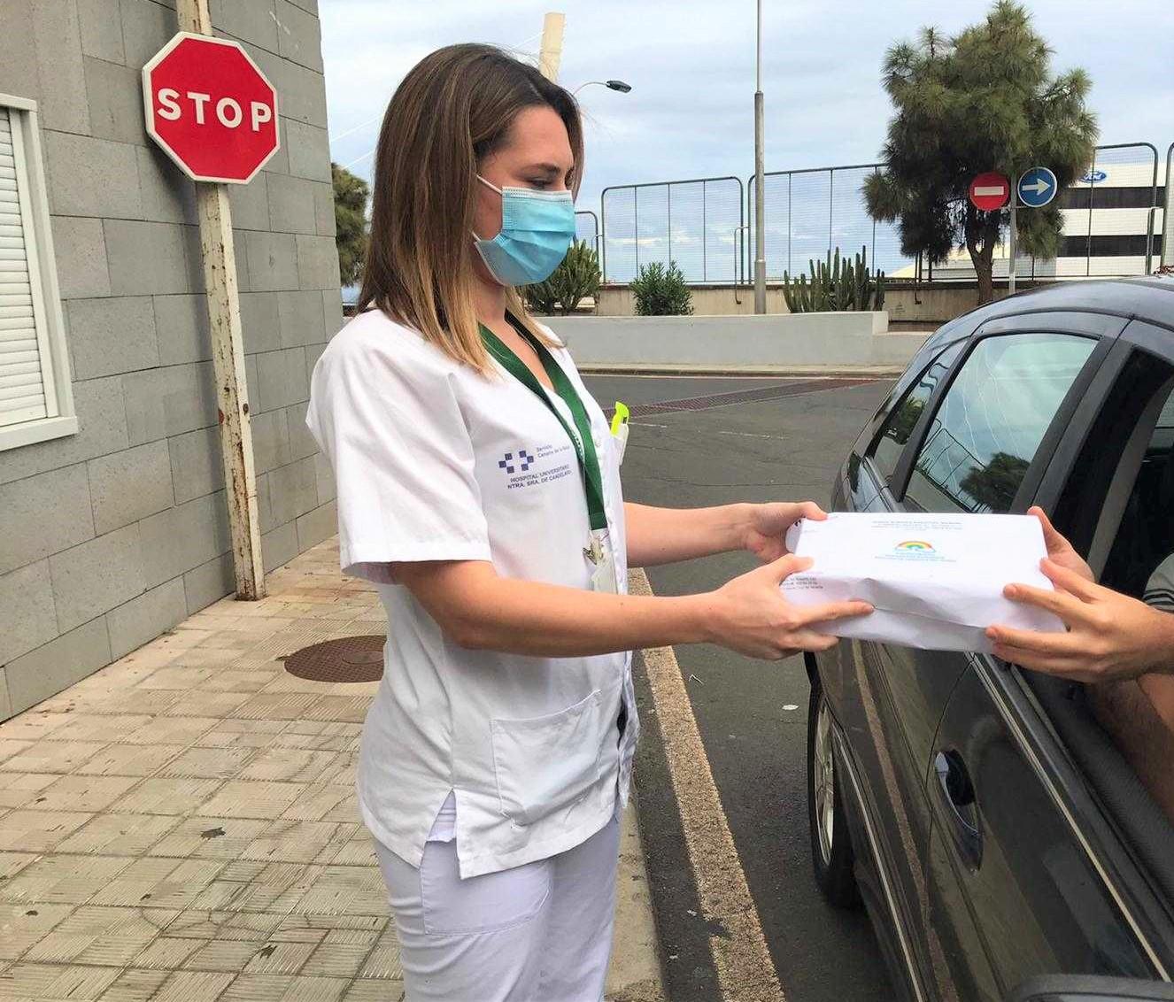 servicio de Farmacia del Hospital de La Candelaria ac tiva la recogida expres