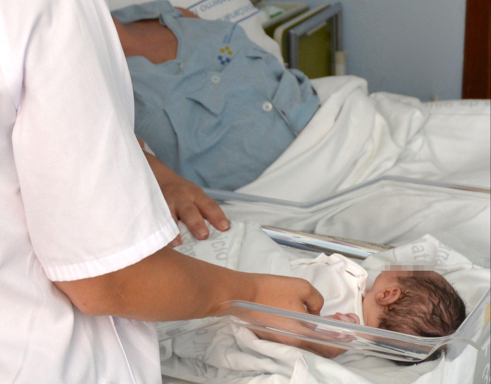 Bebé en el Hospital Materno Infantil