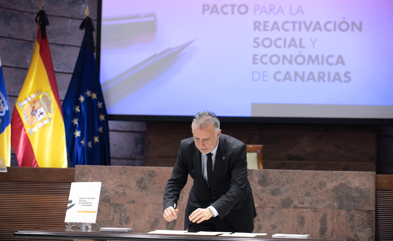 Firma Pacto de Canarias