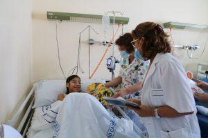 Entrega de regalos en el Hospital Doctor José Molina Orosa
