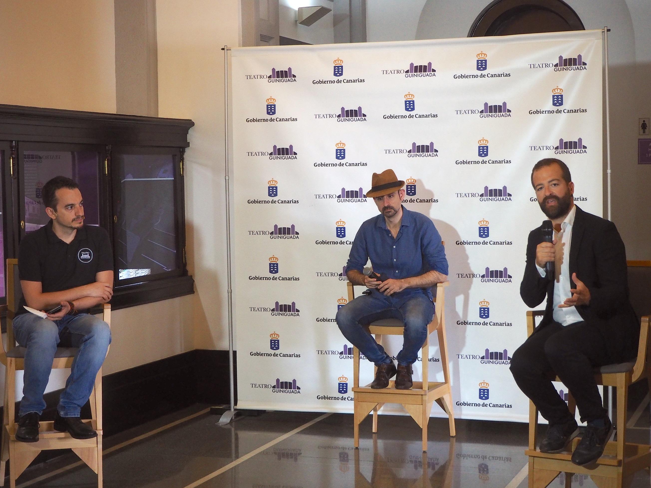 El viceconsejero de Cultura, en la presentación junto a Yul Ballesteros y el director del Teatro Guiniguada