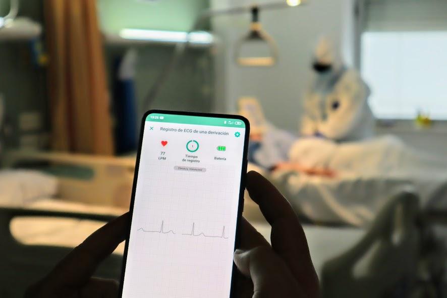 La Candelaria aplica un sistema inalámbrico para realizar electrocardiogramas en pacientes ingresados por COVID-19