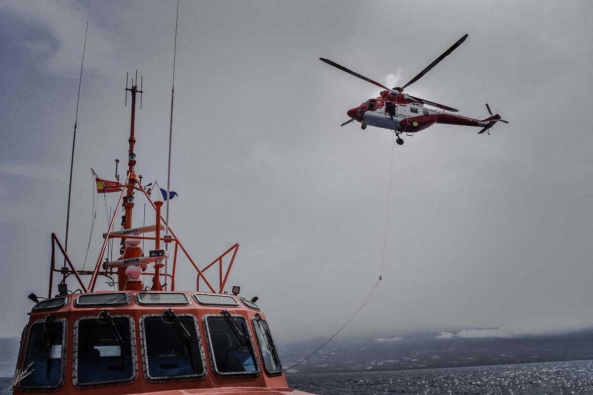 Práctica de rescate en el mar desde helicóptero