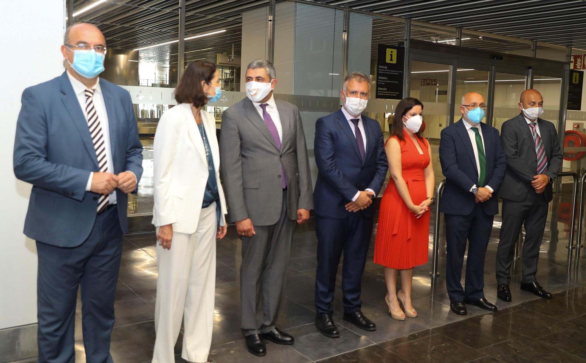 El presidente de Canarias recibe al secretario general de la OMT y a la ministra de Turismo a su llegada en el vuelo de presentación de Canarias como destino seguro