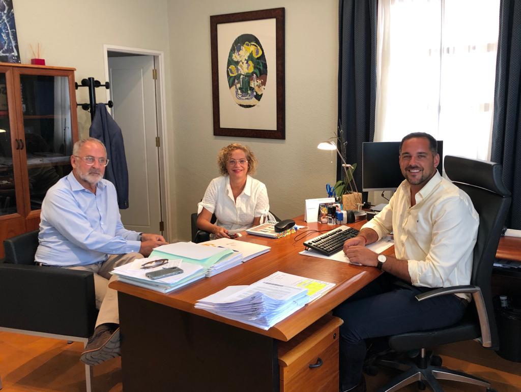 El director gerente de GSC aborda con los responsables sanitarios de La Palma la situación del transporte sanitario