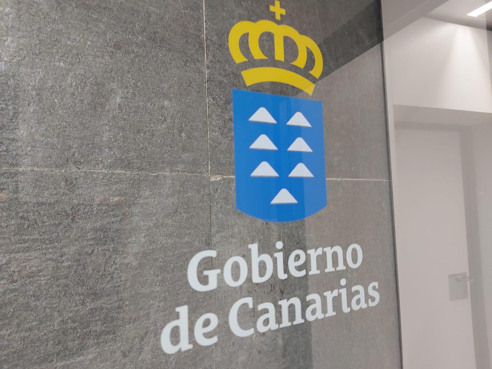 Escudo del Gobierno de Canarias en una de las sedes