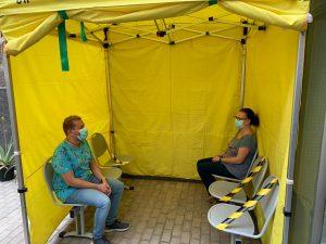 Pacientes esperando a realizarse la PCR