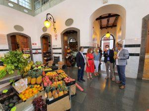 El director general de Comercio en su visita a las ZCA  de La Palma.