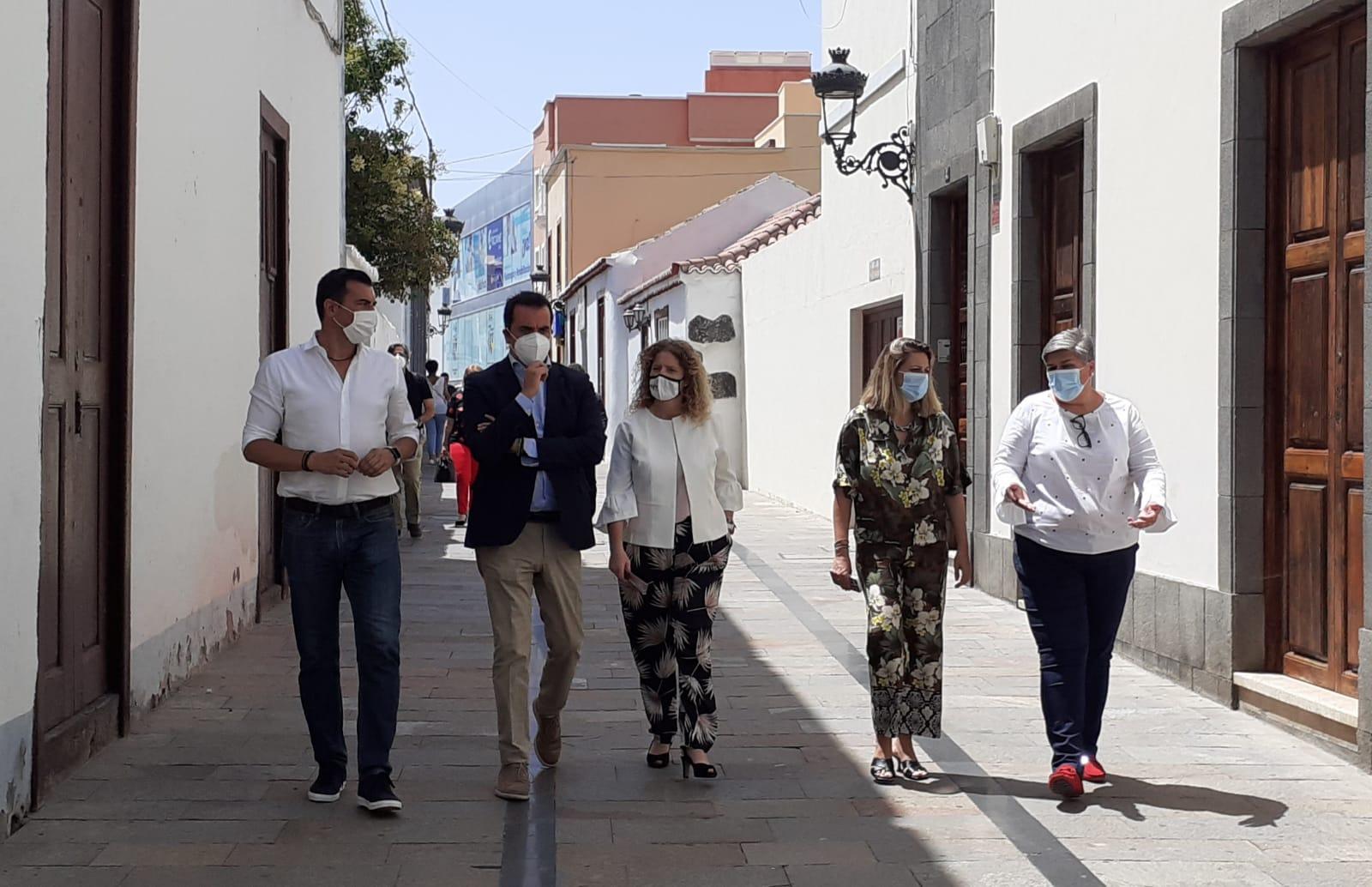 El director general de Comercio visita las ZCA de La Palma.