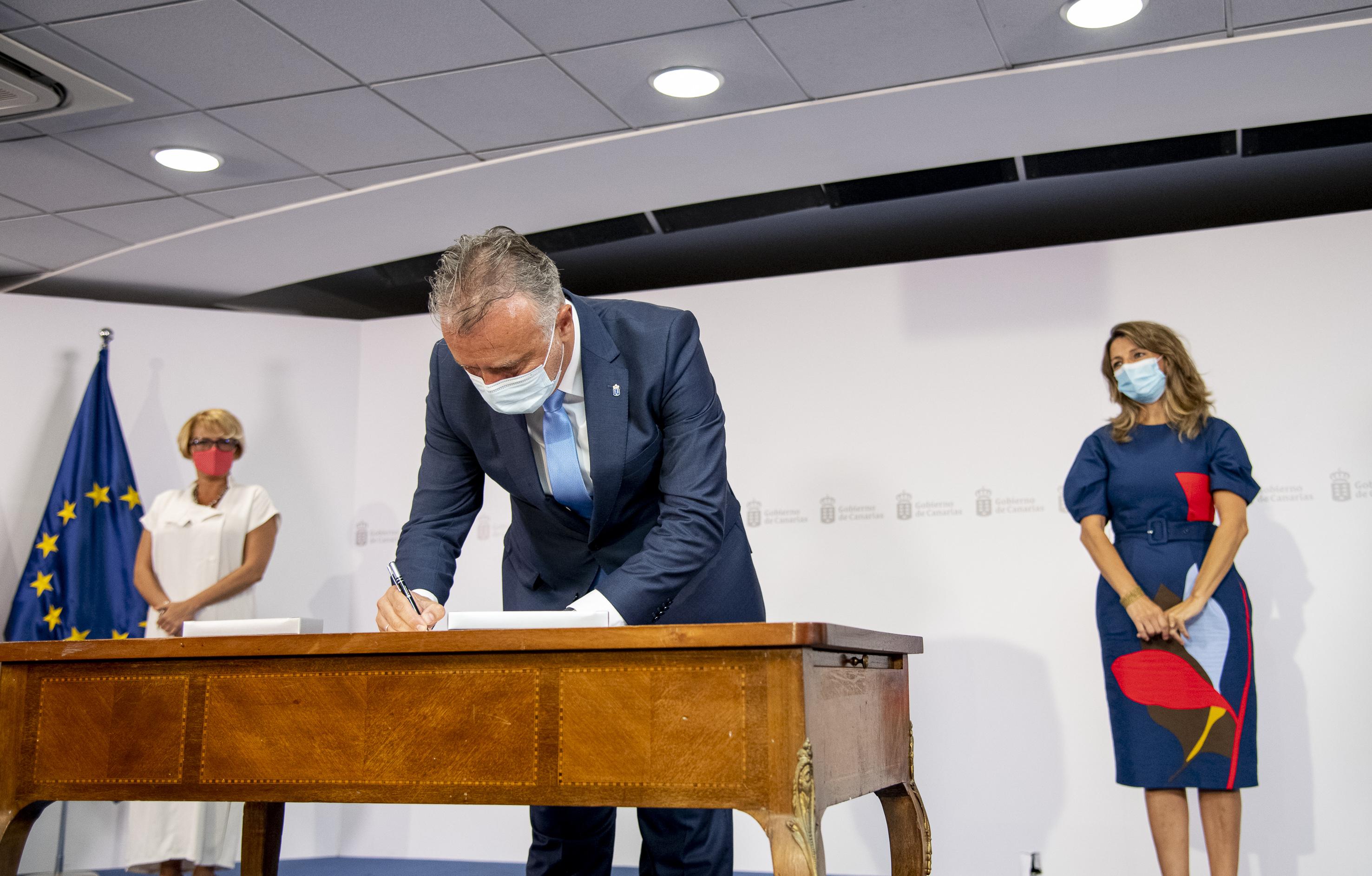 Acto de la firma del PIEC