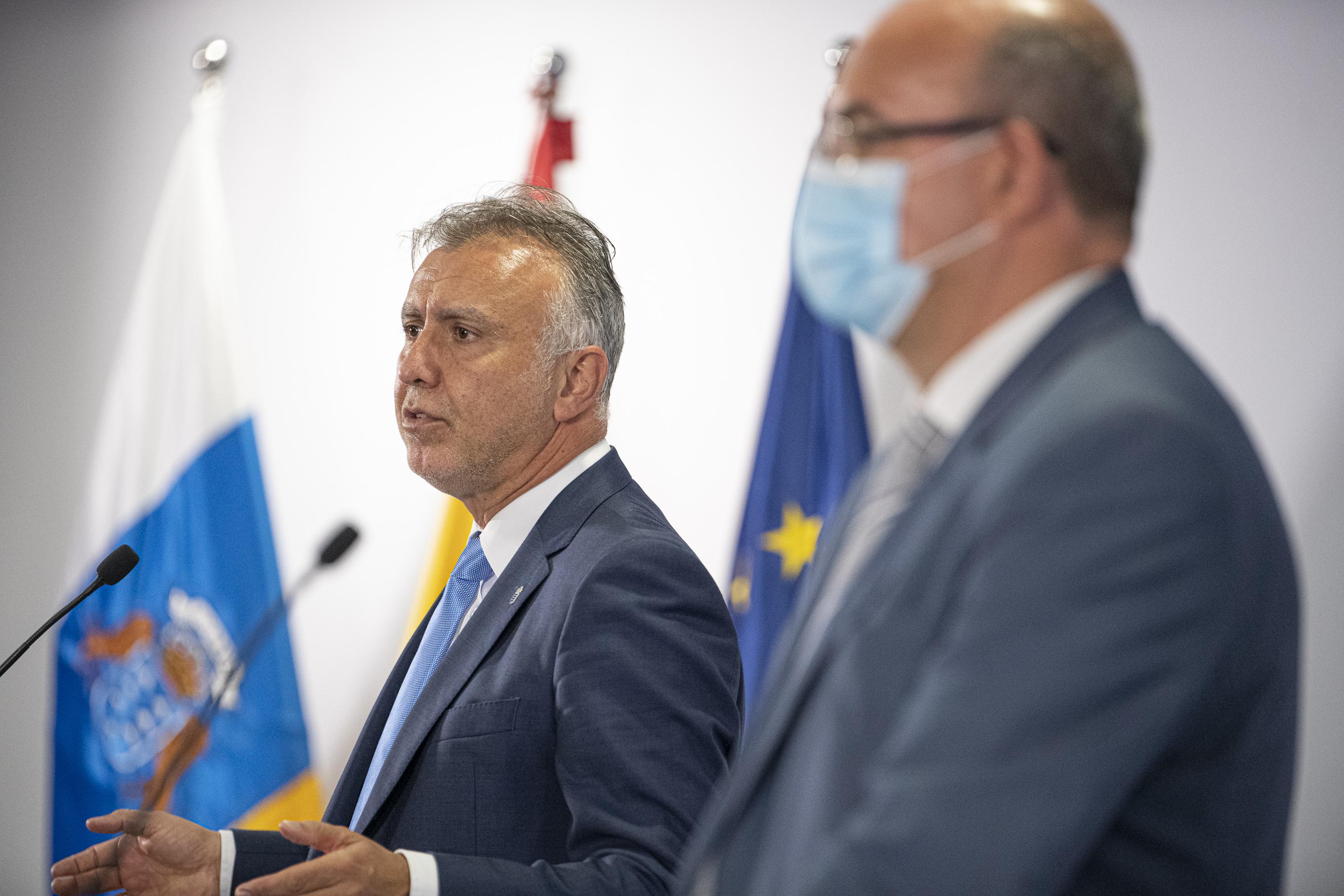El Gobierno de Canarias y el de España trabajarán en un convenio de cogestión para la atención sanitaria de migrantes