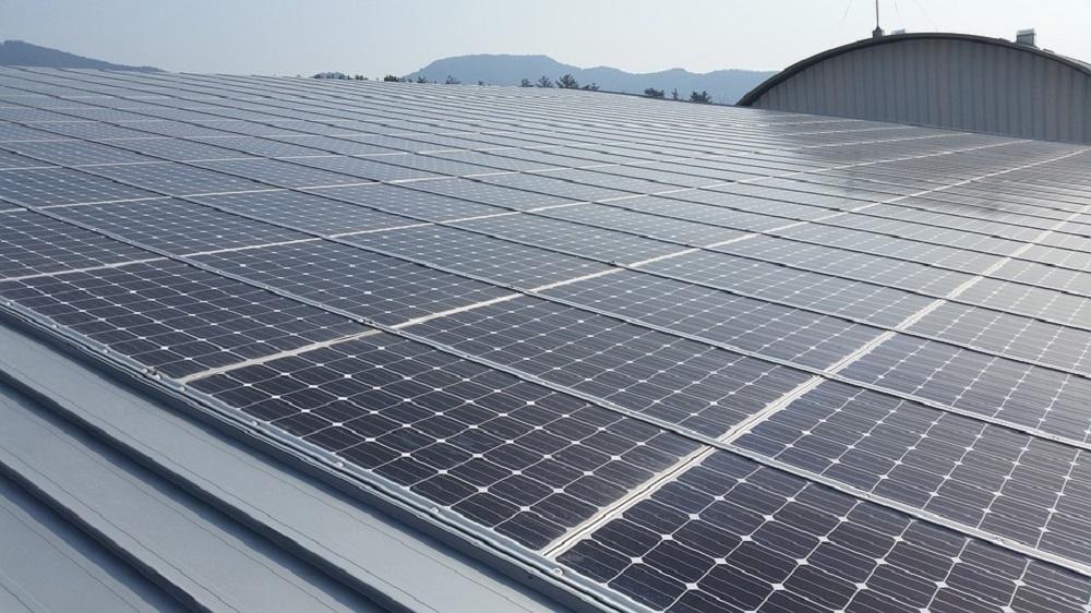 Paneles solares de energía renovables