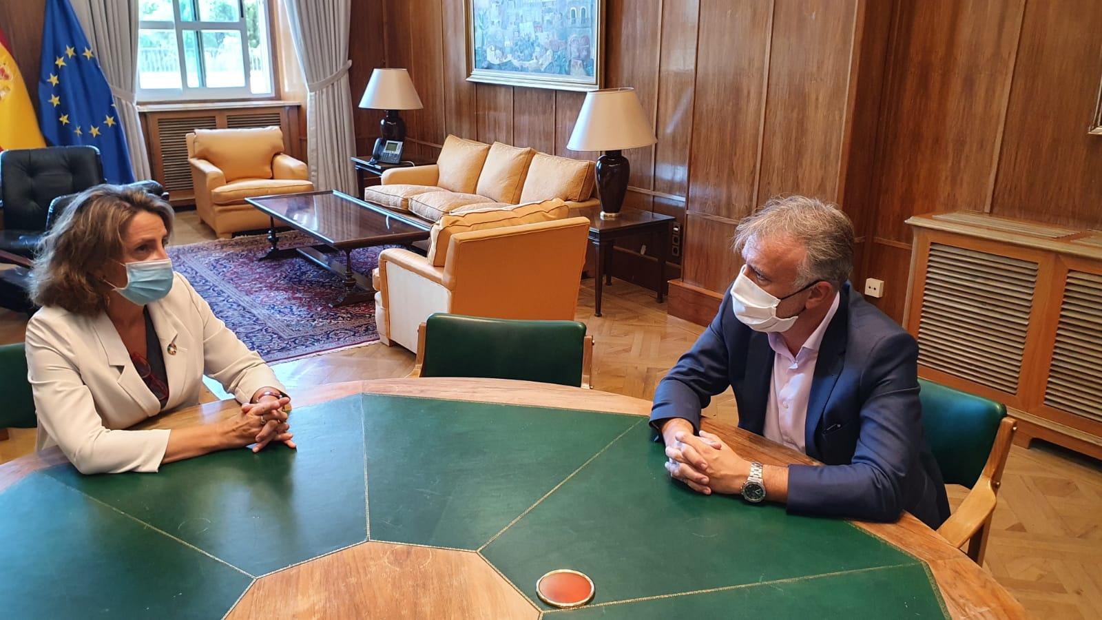 Reunión de Ángel Víctor Torres y Teresa Ribera
