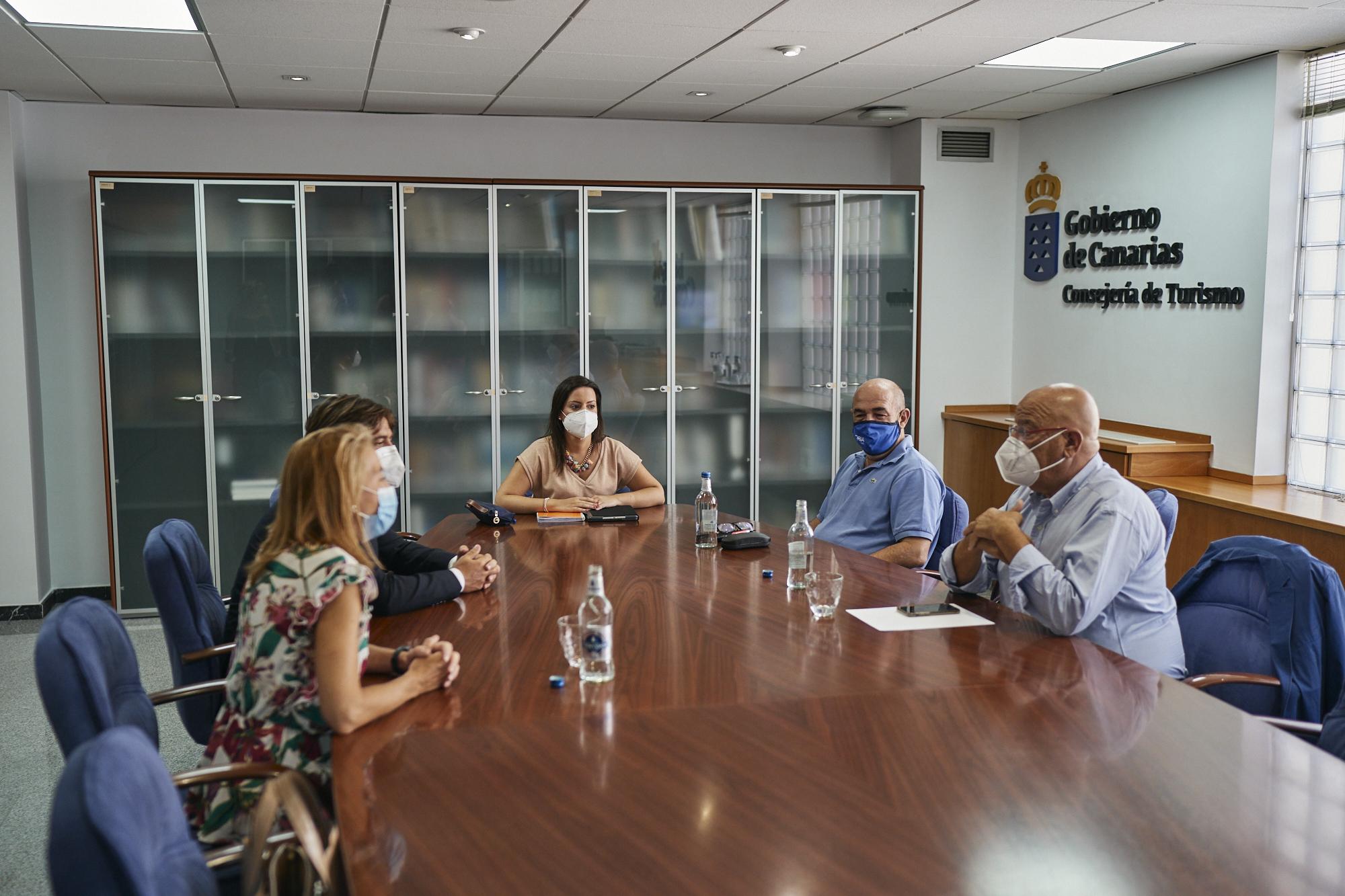 Reunión con las patronales de Turismo.