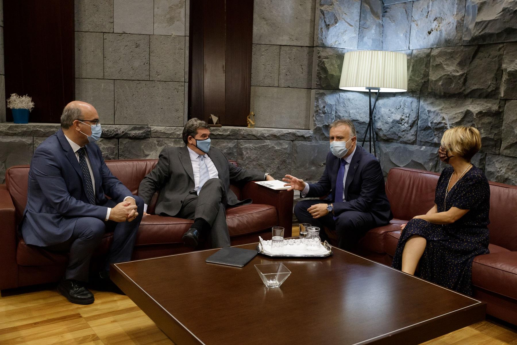Ángel Victor Torres se reúne con el ministro Escrivá