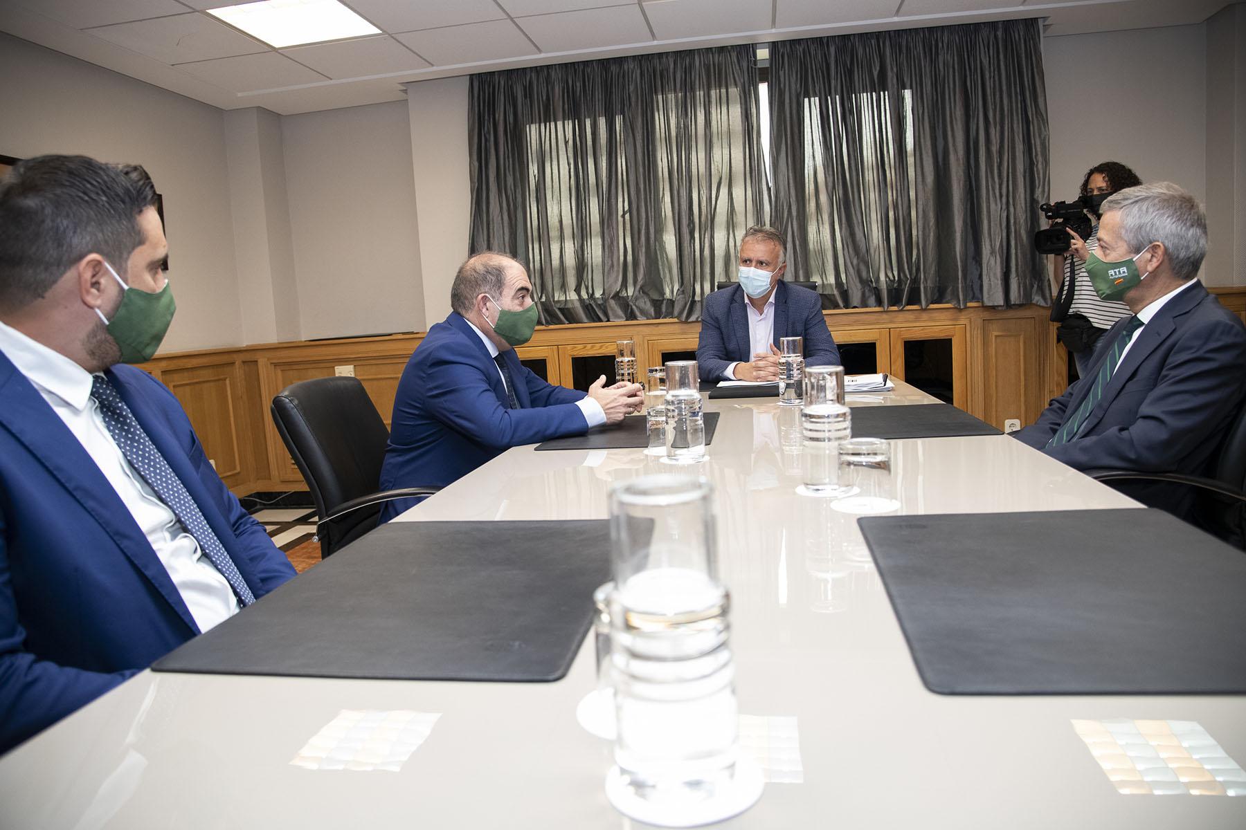 Reunión con ATA y Empresarios