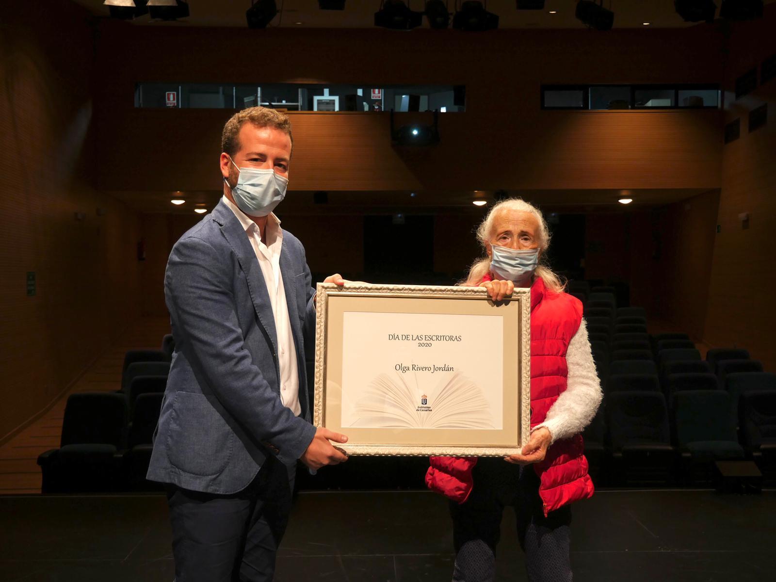 El Gobierno de Canarias distingue a Olga Rivero Jordán en el Día de las Escritoras