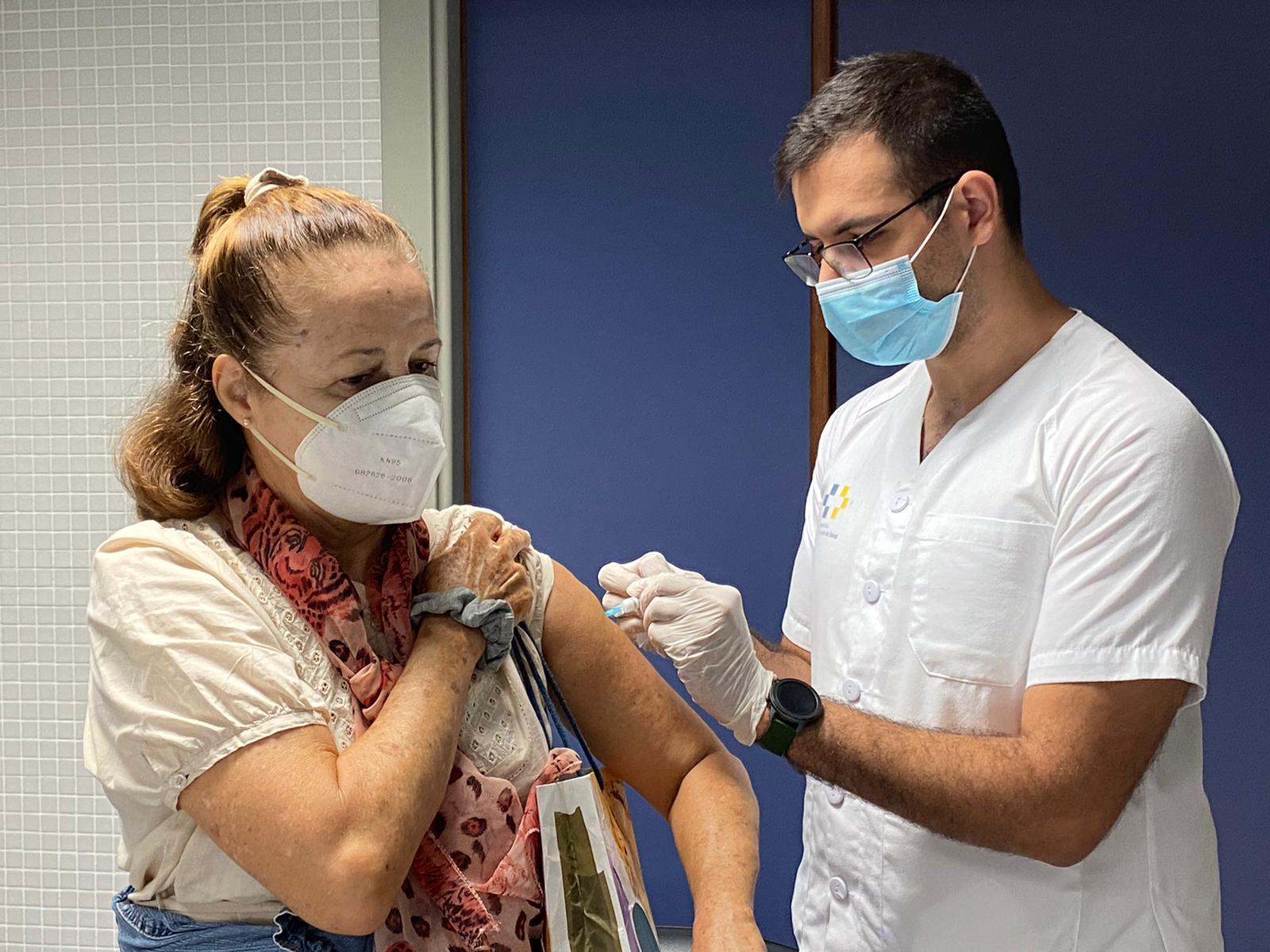 Sanidad incrementa un 83% las vacunas administradas en los 8 primeros días de campaña con respecto a 2019