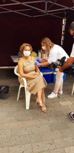 Mercedes Coello se vacuna contra la gripe.