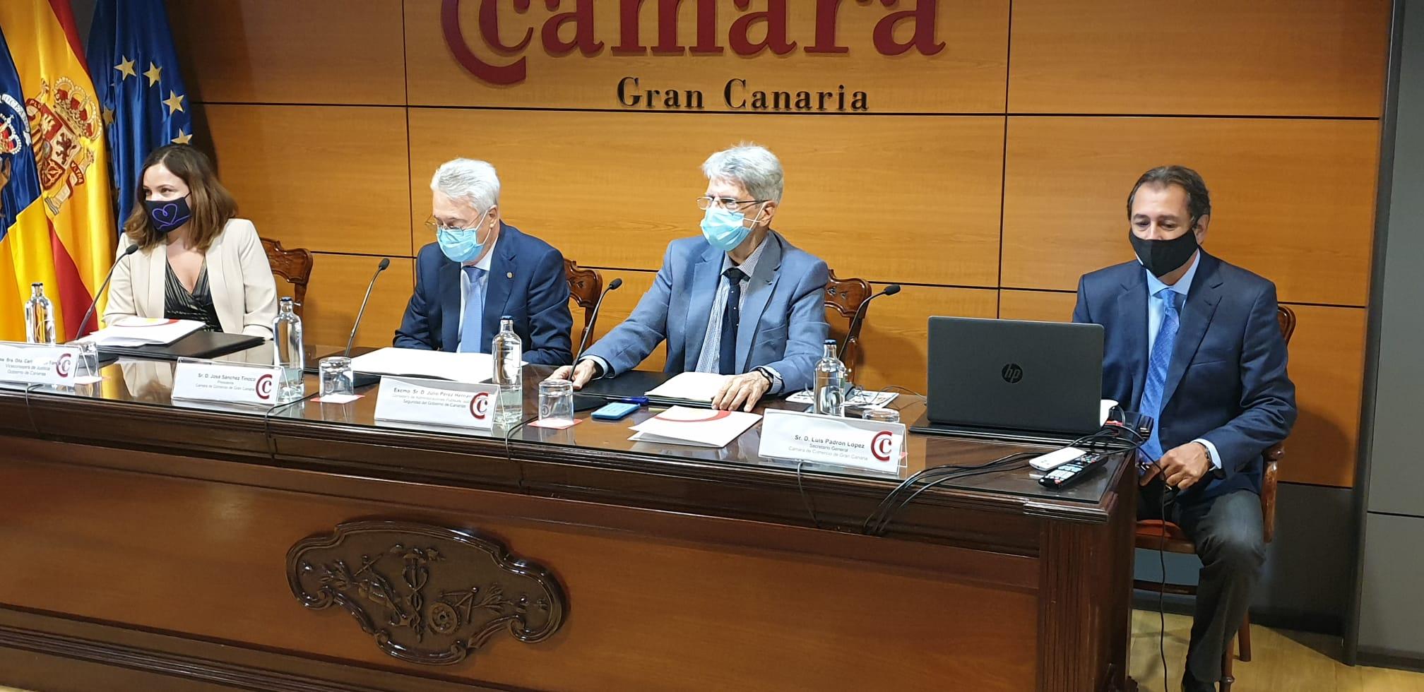 Julio Pérez presenta proyecto de mediación en Cámara de Comercio de Las Palmas