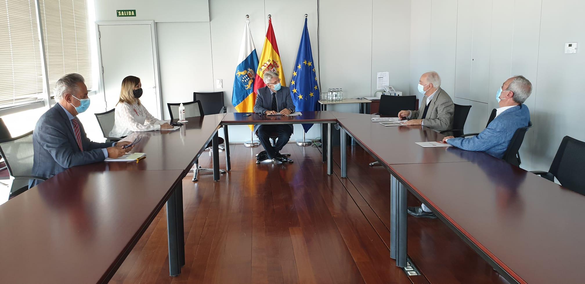 Julio Pérez se reúne con decanos de economistas y titulados mercantiles de Las Palmas