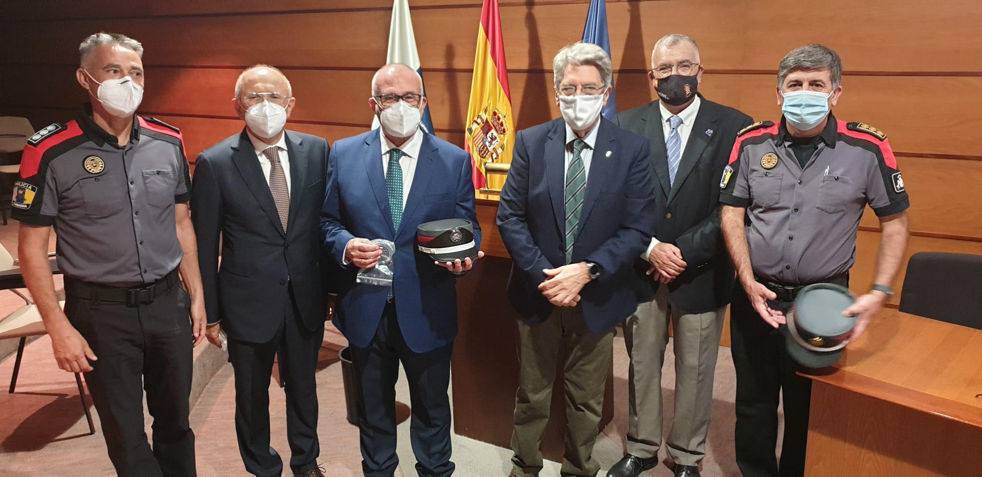Víctor Siverio en el reconocimiento a su cooperación con el CGPC