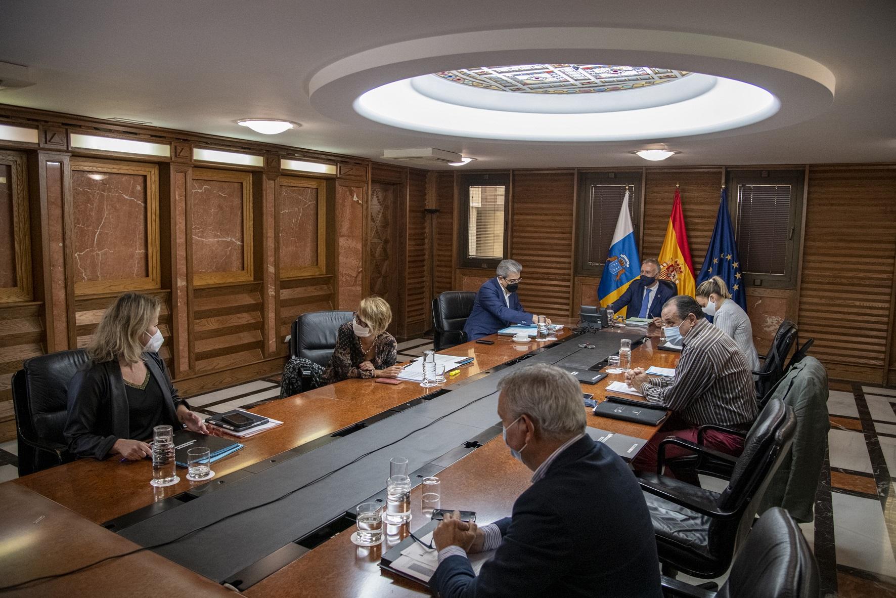 El Gobierno de Canarias presentará a partir de enero un plan de medidas en apoyo a empresas y autónomos