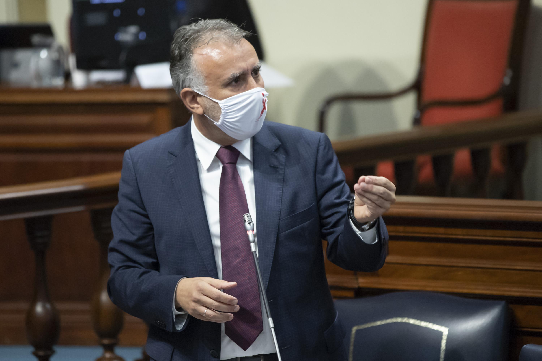 Ángel Víctor Torres durante su intervención en el Parlamento de Canarias