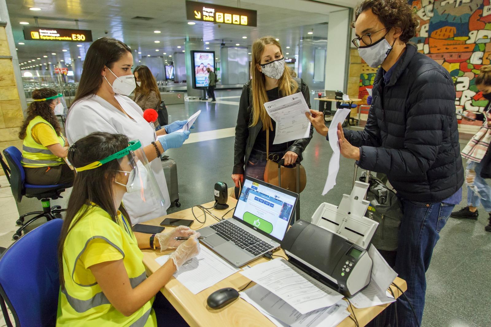 Sanidad prorroga hasta el día 17 el control de pruebas diagnósticas de COVID-19 de los viajeros nacionales