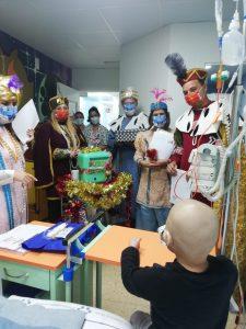 Pajes durante la visita al Hospital Materno Infantil