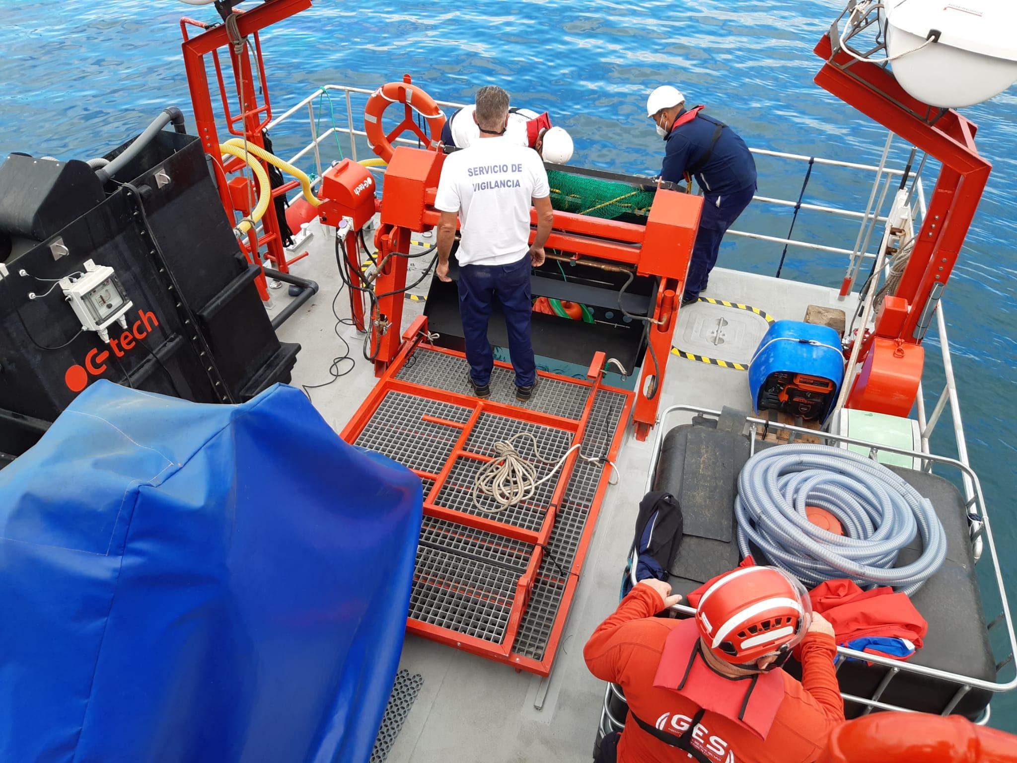 Barco de la Consejería de Transición Ecológica en Agaete
