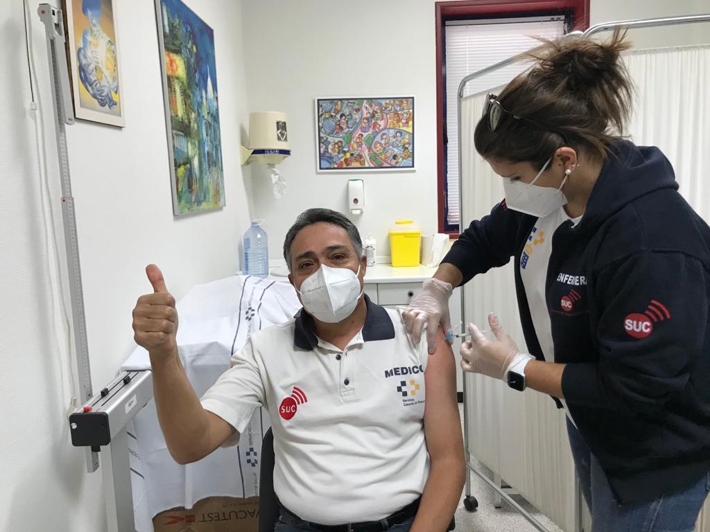 Médico coordinador SUC recibe la vacuna contra la COVID19