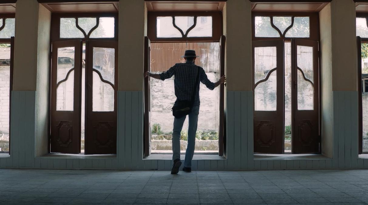 La película muestra un Irán donde tradición y modernidad conviven y se confrontan