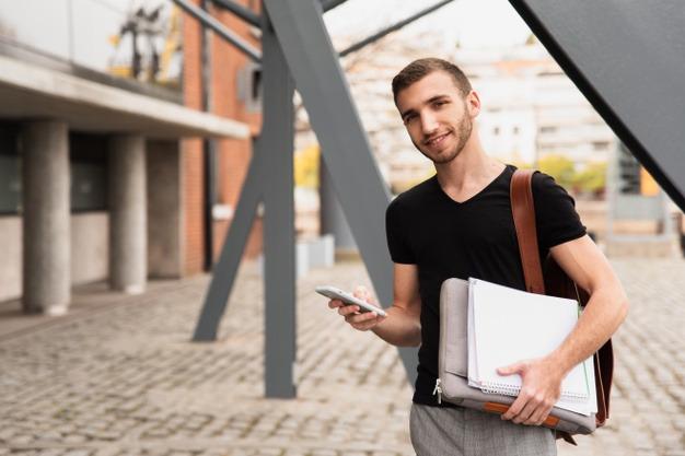Educación abona 1,7 millones de euros en becas universitarias para 2.287 estudiantes