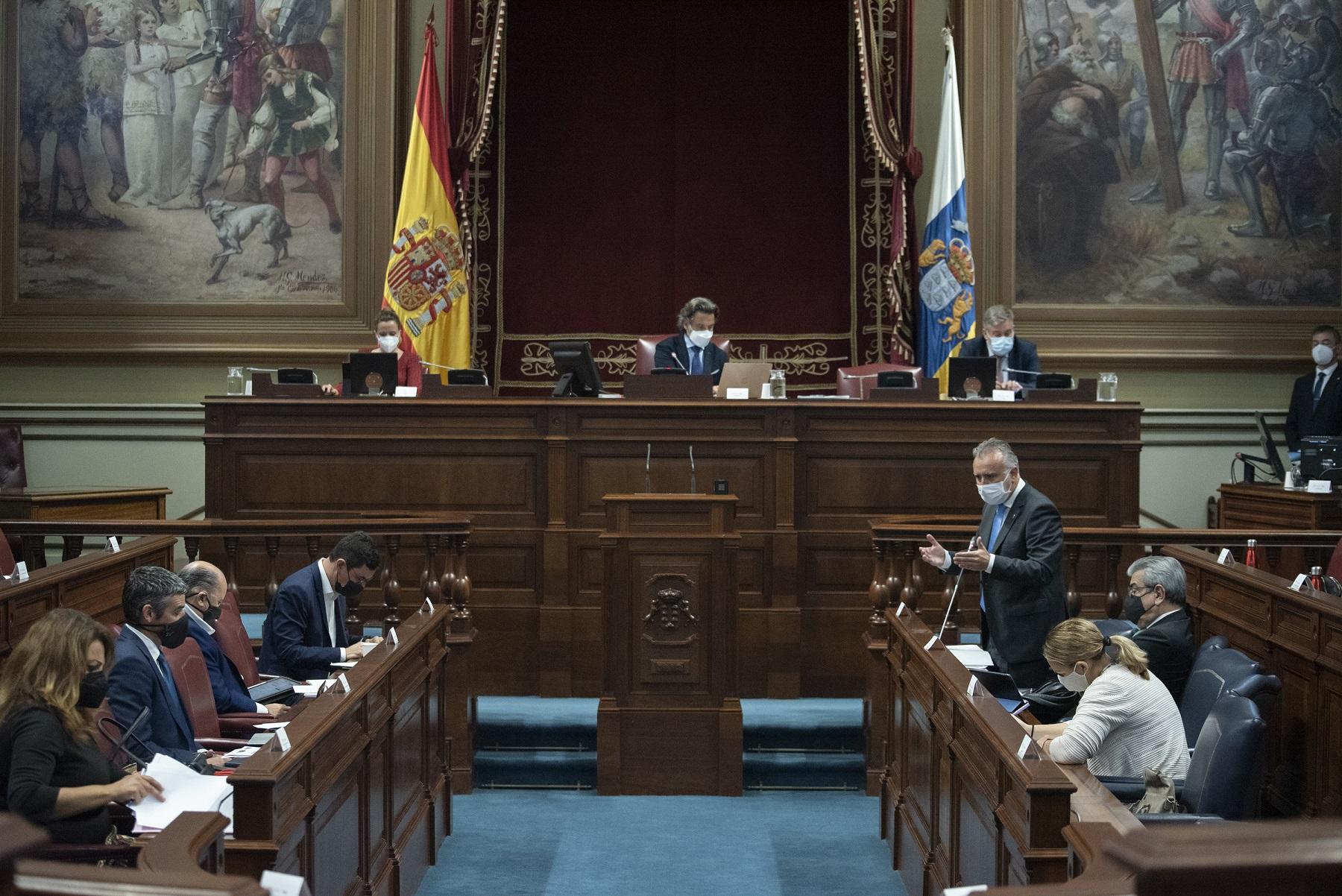 Ángel Víctor Torres en el Parlamento