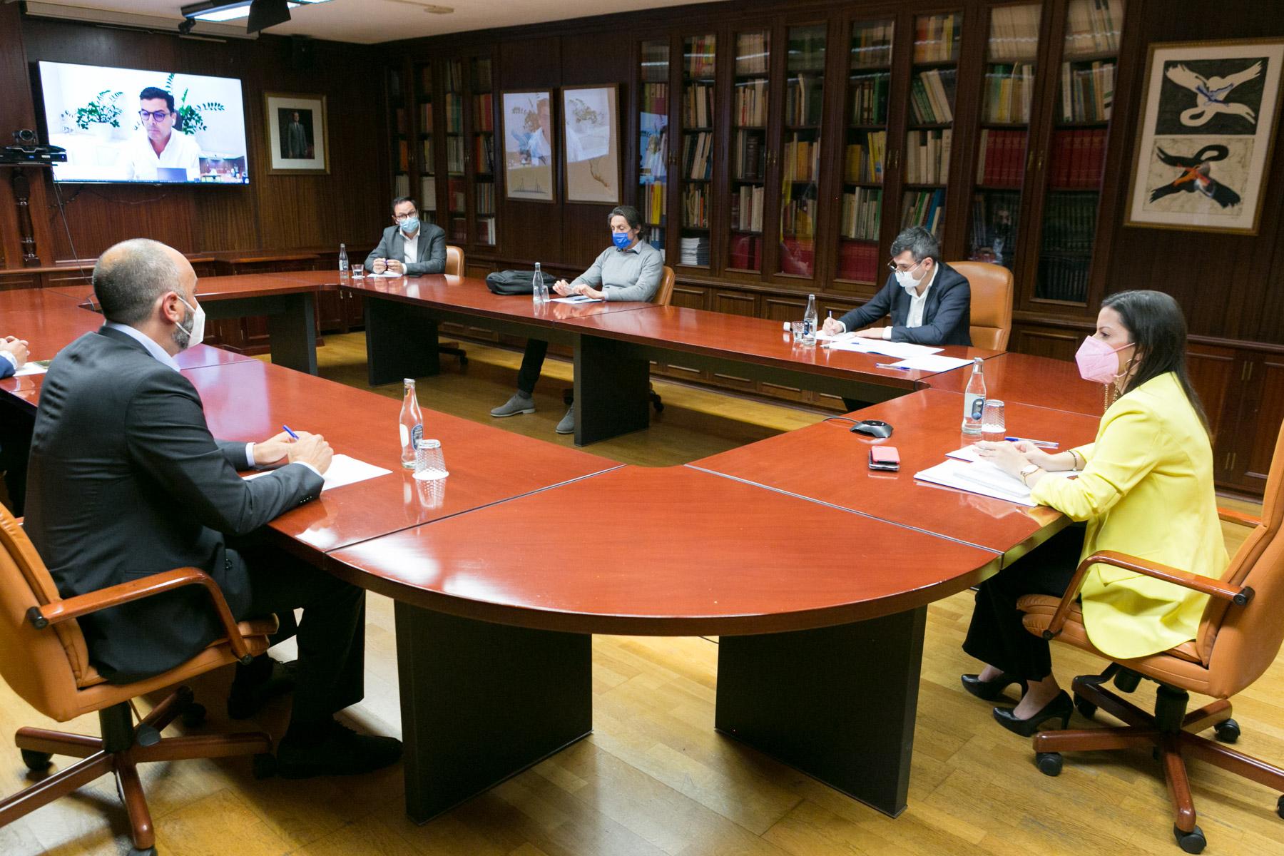 Reunión con empresarios de La Gomera.