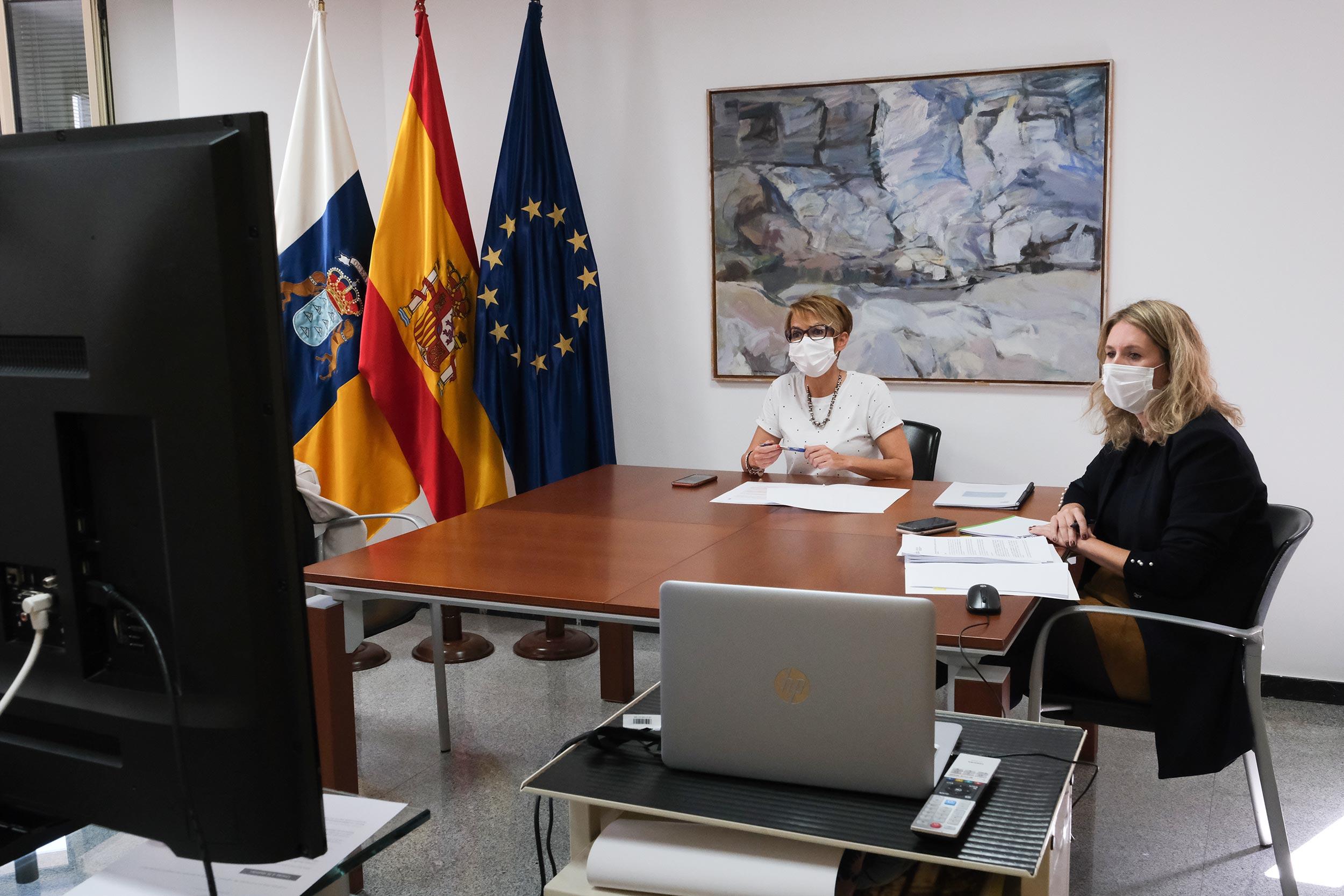Elena Máñez y Almudena Estévez en la reunión con la Fecai