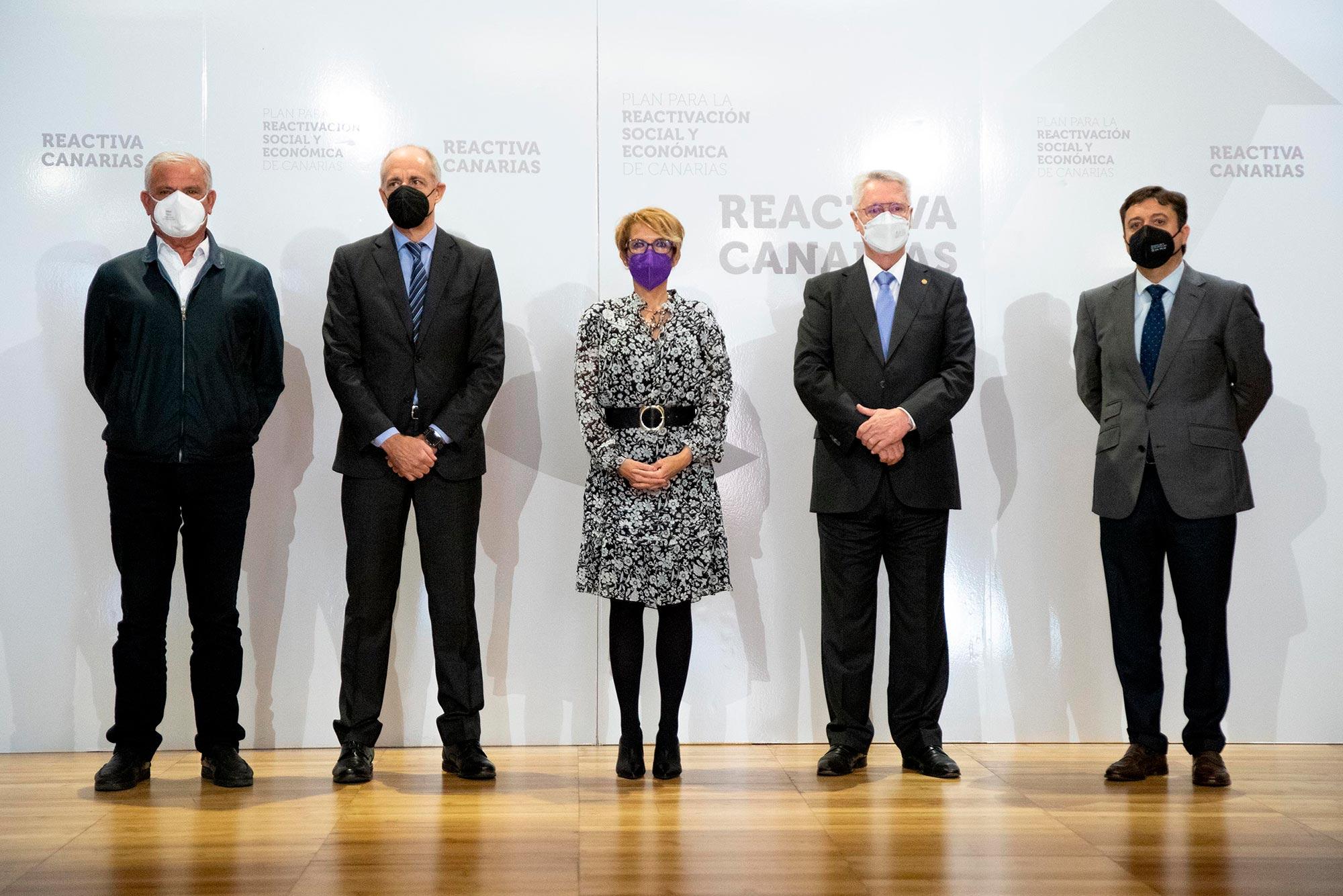 La consejera, con los presidentes de las cámaras