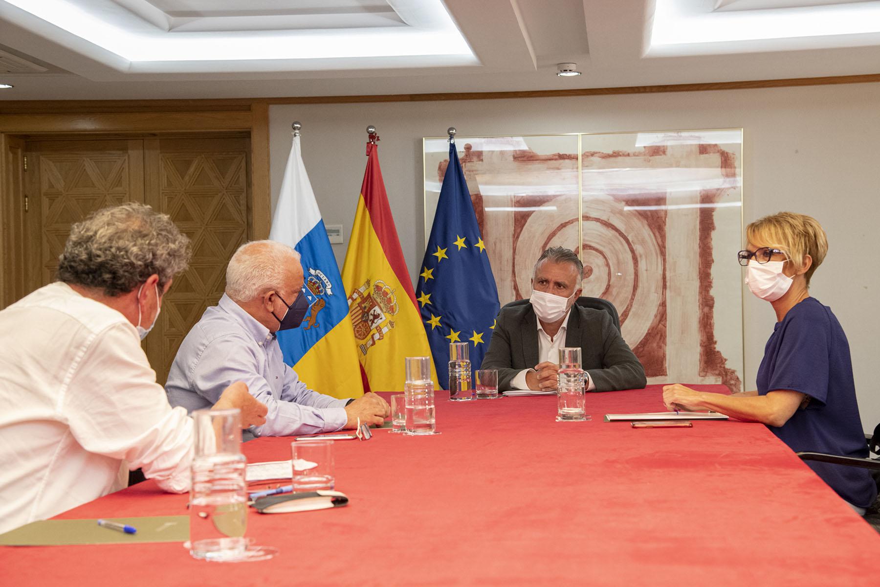 Ángel Víctor Torres se reúne con sindicatos CCOO y UGT