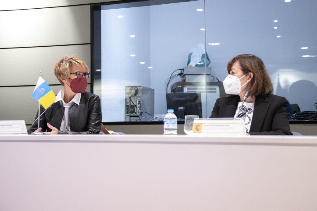 Elena Máñez y Dunnia Rodríguez, durante la Conferencia Sectorial