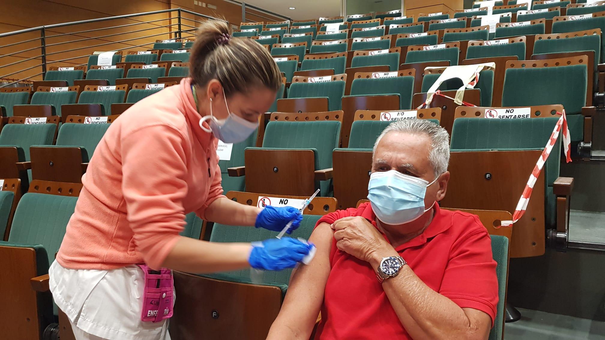 Canarias administra 367.425 dosis de vacunas contra la COVID-19